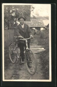 Foto-AK Junger Mann mit Fahrrad