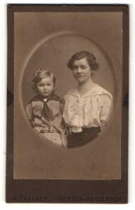 Fotografie P. Paulsen, Norden-Norderney, Portrait hübsche Mutter & blonde Tocher in schöner Kleidung