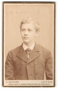 Fotografie A. Naumann, Leipzig, Portrait hübscher blonder Bube im eleganten Jackett