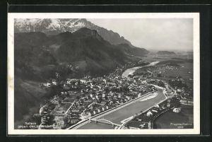 AK Hallein, Totalansicht mit Fluss und Brücke gegen den Untersberg, Fliegeraufnahme
