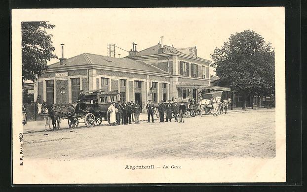 AK Argenteuil, La Gare, Pferdekutschen vor dem Bahnhof