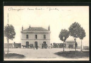 AK Janville, La Gare, Kutschen vor dem Bahnhof