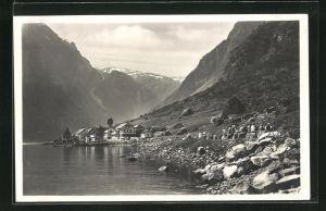 AK Gudvangen, Ortsansicht vom Ufer aus gesehen