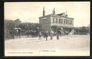 AK Houdan, La Gare, Blick auf den Bahnhof