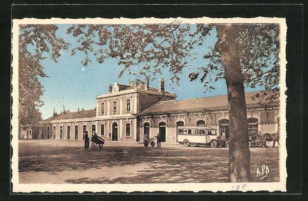 AK Aveyron, La Gare, Blick zum Bahnhofsgebäude