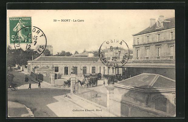 AK Niort, La Gare, Pferdekutschen vor dem Bahnhofsgebäude