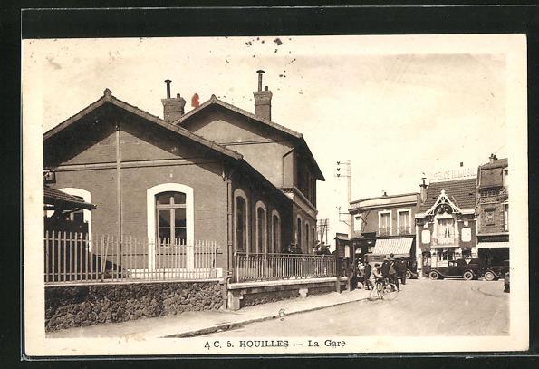 AK Houilles, La Gare, Passanten am Bahnhofsgebäude