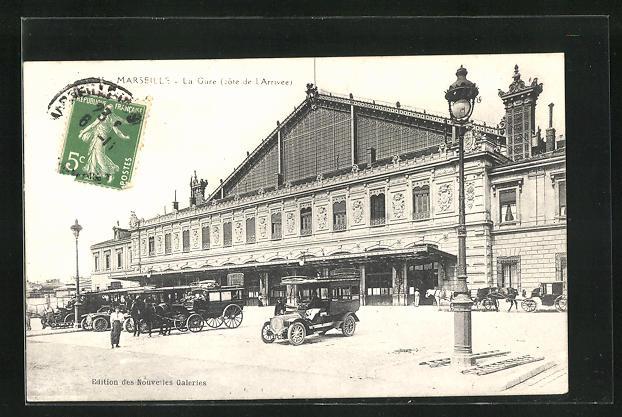 AK Marseille, La Gare, parkende Autos vor dem Bahnhofsgebäude 0