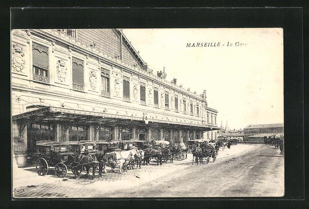 AK Marseille, La Gare, Pferdekutschen vor dem Bahnhofsgebäude 0