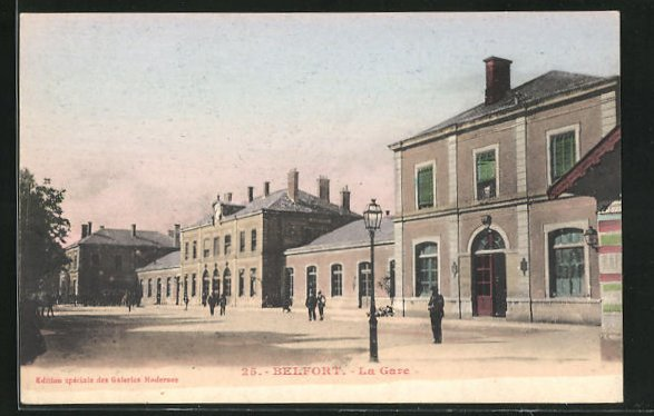 AK Belfort, La Gare, Anwohner vor dem Bahnhofsgebäude 0