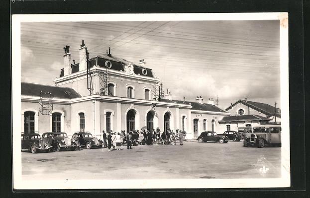 AK Gueret, La Gare, Passanten vor dem Bahnhofsgebäude 0