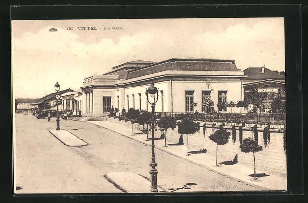 AK Vittel, La Gare, Blick zum Bahnhofsgebäude 0