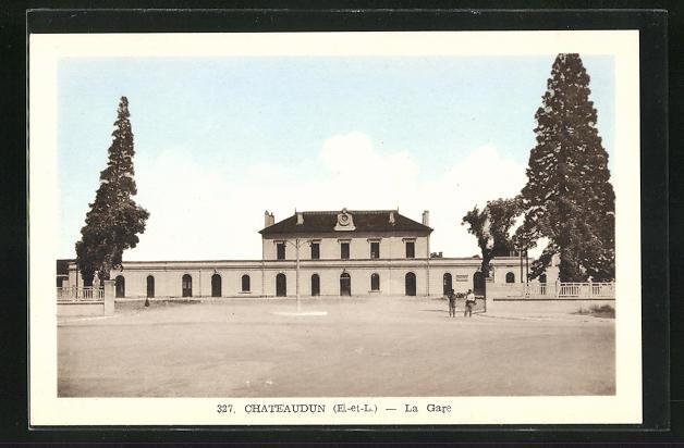 AK Chateaudun, La Gare, Blick zum Bahnhofsgebäude