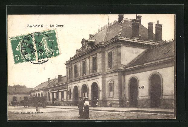 AK Roanne, La Gare, Passanten am Bahnhofsgebäude