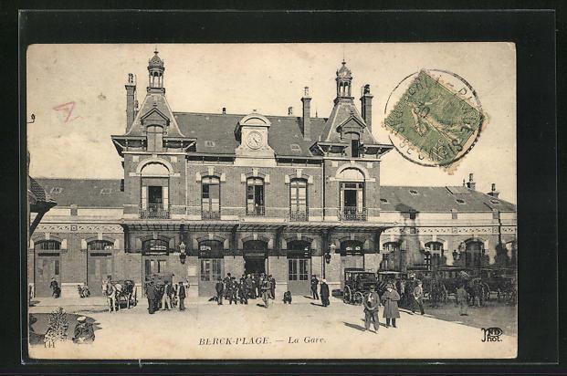 AK Berck-Plage, La Gare, Passanten vor dem Bahnhofsgebäude