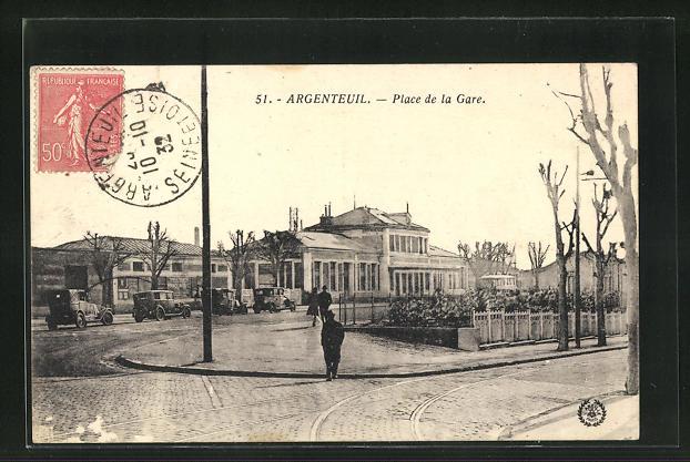 AK Argenteuil, Place de la Gare, parkende Autos vor dem Bahnhofsgebäude