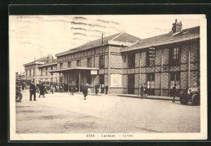 AK Lorient, La gare, Reisende vor dem Bahnhof