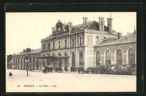 AK Evreux, La gare, Pferdekutschen am Bahnhof