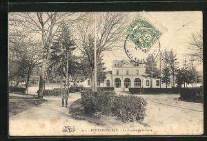 AK Fontainebleau, La Facade de la gare, Bahnhof