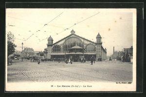 AK Le Havre, La Gare, Strassenpartie am Bahnhof