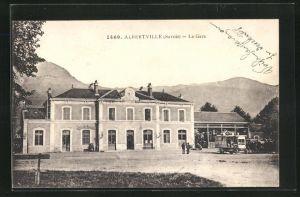 AK Albertville, La Gare, Fahrzeuge am Bahnhof