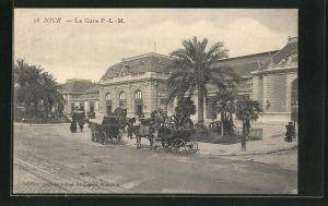 AK Nice, La Gare, Kutschen vor dem Bahnhof