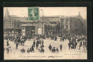 AK Boulogne-sur-Mer, La Gare Centrale, Bahnhofsgebäude mit Passanten