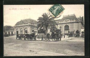 AK Nice, Kutschen halten vor dem Bahnhof