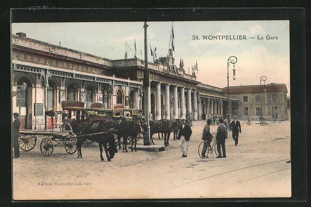 AK Montpellier, La Gare, Pferdekutschen vor dem Bahnhofsgebäude