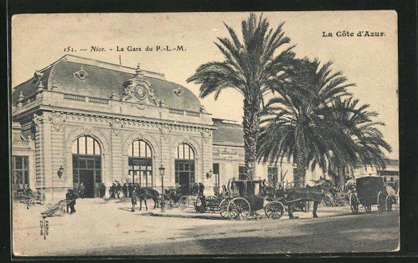 AK Nice, La Gare du P. L. M., Passanten und Pferdekutschen am Bahnhofsgebäude