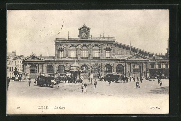 AK Lille, La Gare, Anwohner und Pferdewagen vor dem Bahnhofsgebäude