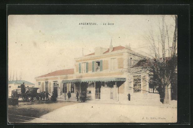 AK Argenteuil, La Gare, Passanten am Bahnhofsgebäude