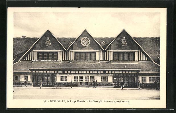 AK Deauville, La Gare, Passanten vor dem Bahnhofsgebäude