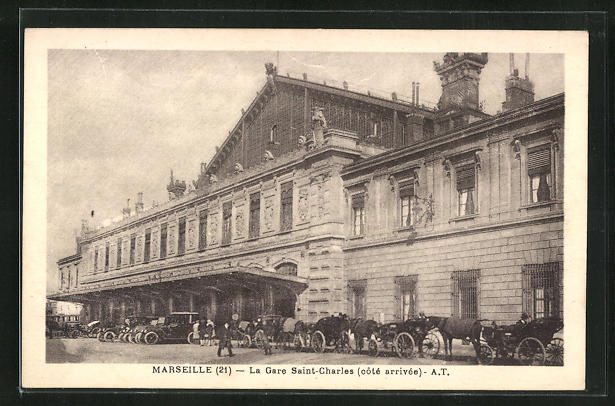 AK Marseille, La Gare Saint-Charles, Pferdekutschen vor dem Bahnhofsgebäude
