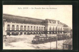 AK Lyon, La Nouvelle Gare des Brotteaux, Strassenbahnen am Bahnhof