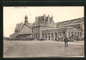 AK Arras, La Gare, Kutschen vor dem Bahnhof