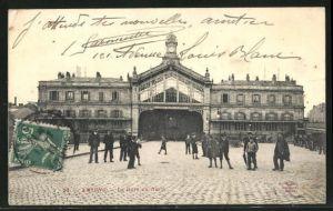 AK Amiens, La Gare du Nord, Leute am Bahnhof