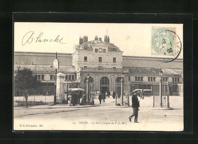 AK Dijon, La Gare, Passanten vor dem Bahnhofsgebäude