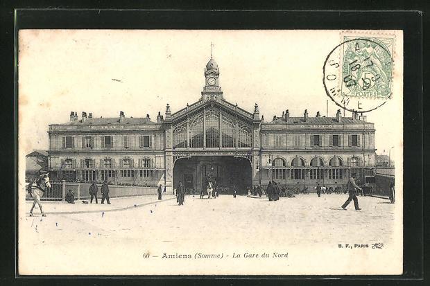 AK Amiens, La Gare du Nord, Passanten vor dem Bahnhofsgebäude