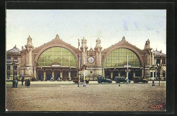 AK Tours, La Gare, parkende Autos vor dem Bahnhofsgebäude