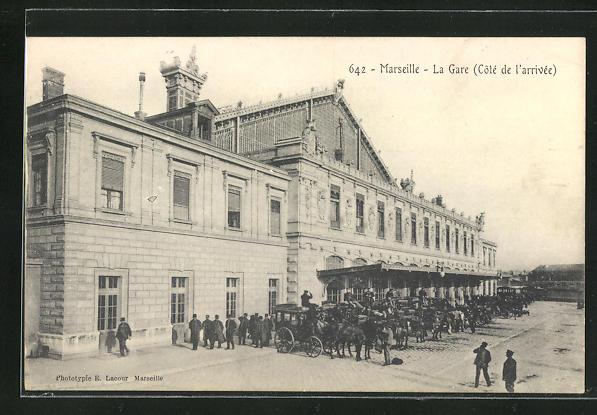 AK Marseille, La Gare, Pferdekutschen vor dem Bahnhofsgebäude