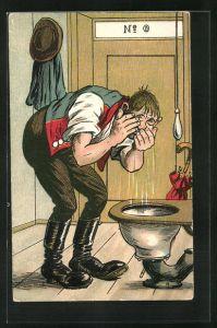 AK Komischer Kerl wäscht sein Gesicht in der Toilette