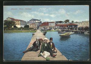 AK Durz / Durazzo, Albaner auf der Seebrücke