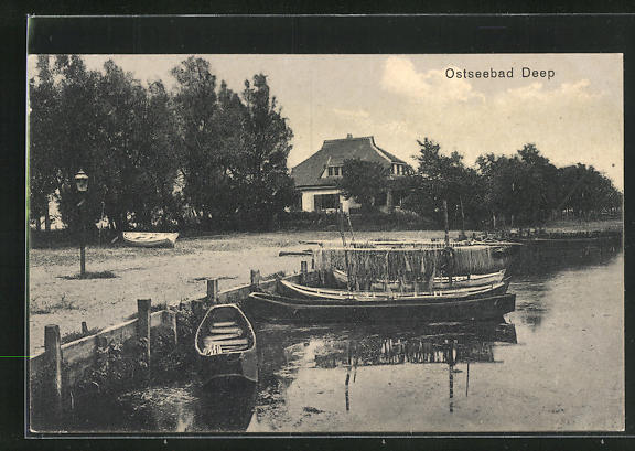 AK Deep, Fischerboote am Ufer