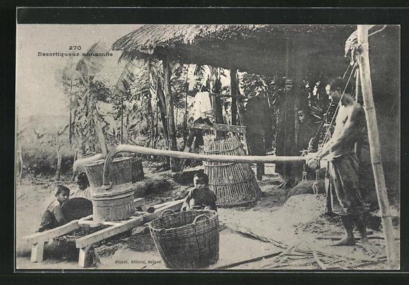 AK Saigon, Decortiqueur annamite, Vater und Kinder bei der Arbeit