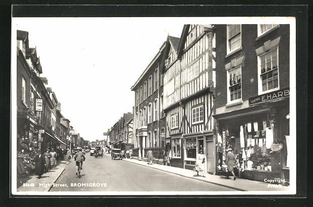 AK Bromsgrove, High street, Strassenpartie mit Autos und Geschäften