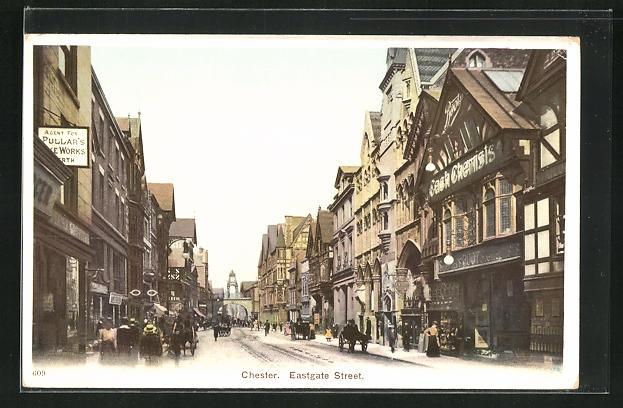 AK Chester, Eastgate street, Blick in die Strasse mit Geschäften