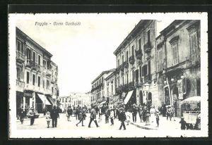 AK Foggia, Corso Garibaldi, Strassenansicht mit Passanten und Geschäften