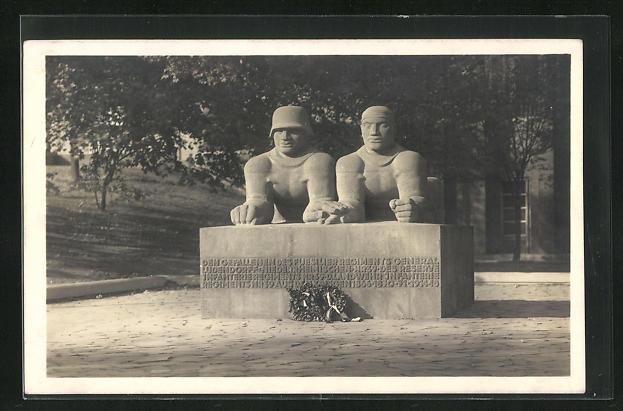 AK Düsseldorf, Kriegerdenkmal mit Kranz