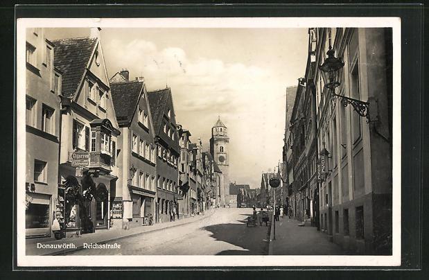 AK Donauwörth, Reichsstrasse mit Passanten